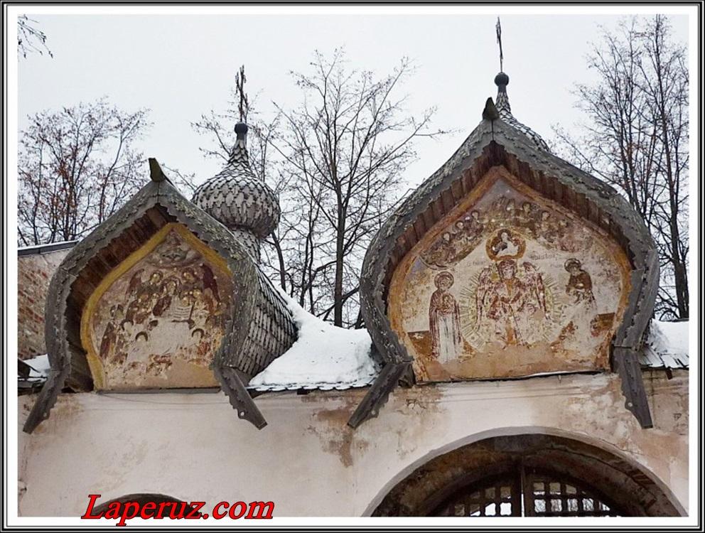 вторая деталь собора Знаменского монастыря