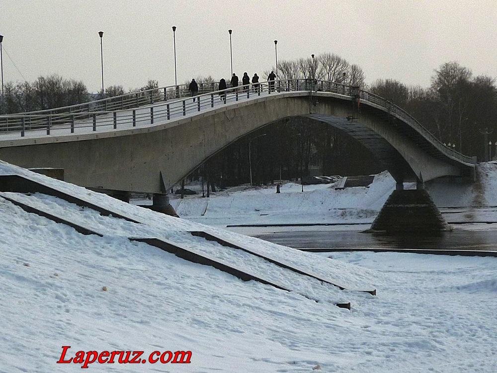 горбатый пешеходный мост