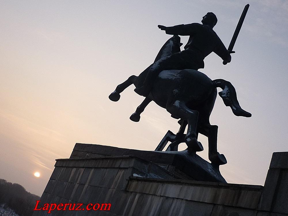 памятник ВОв_всадник