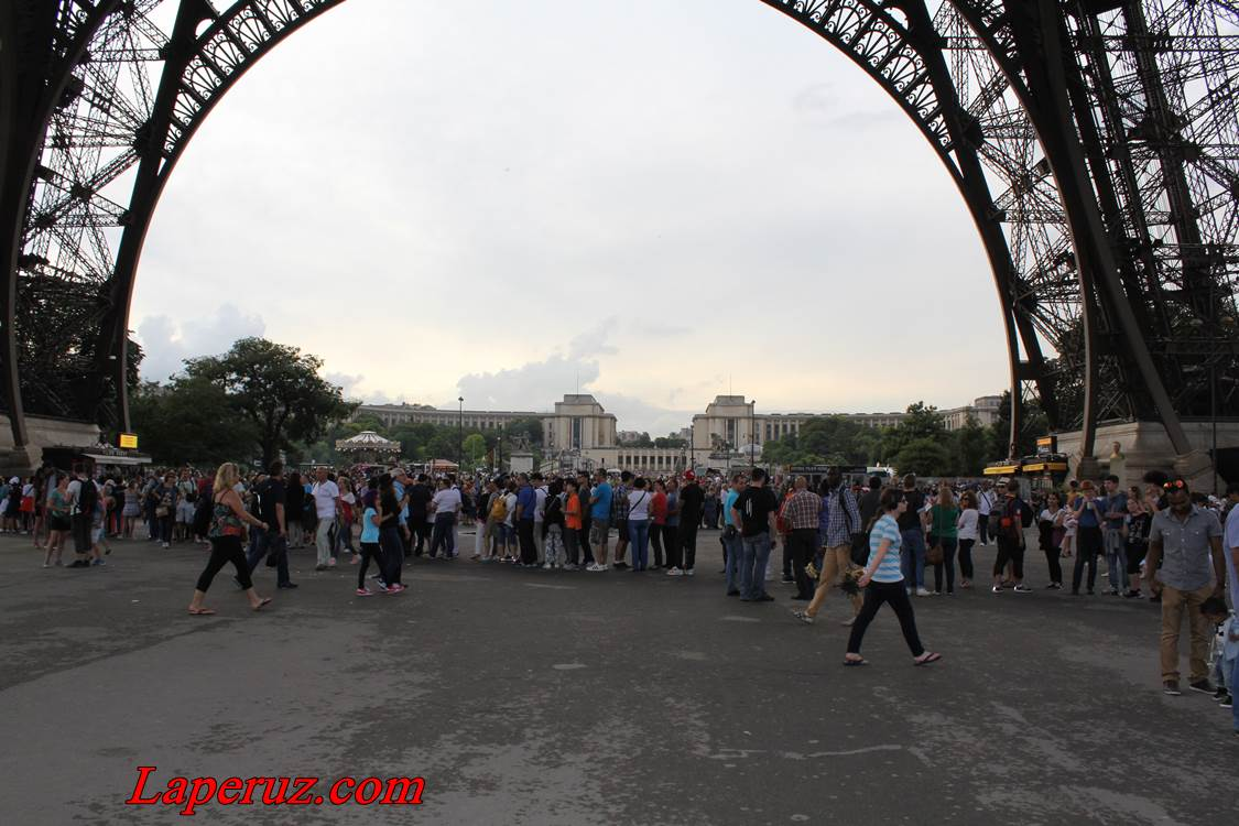 tour_eiffel_ochered