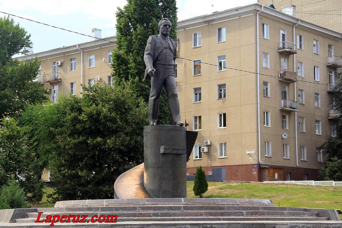 naberezhnaya_kosmonavtov_v_saratove_gagarin