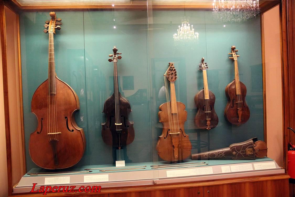 muzei_muzykalnyh_instrumentov_v_vene_8