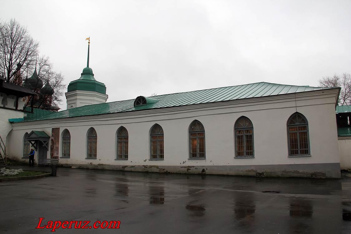 hozyaistvennyi_korpus_preobrajenskogo_monastyria_v_taroslavle