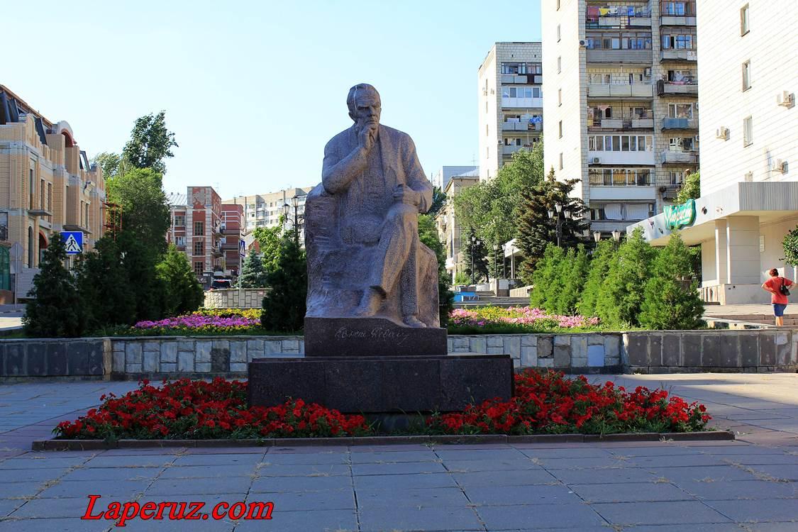 saratov_pamyatnik_fedinu