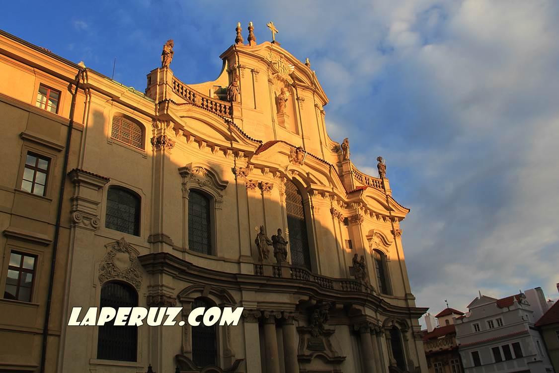 kostel_nikolaya_v_mala_strane