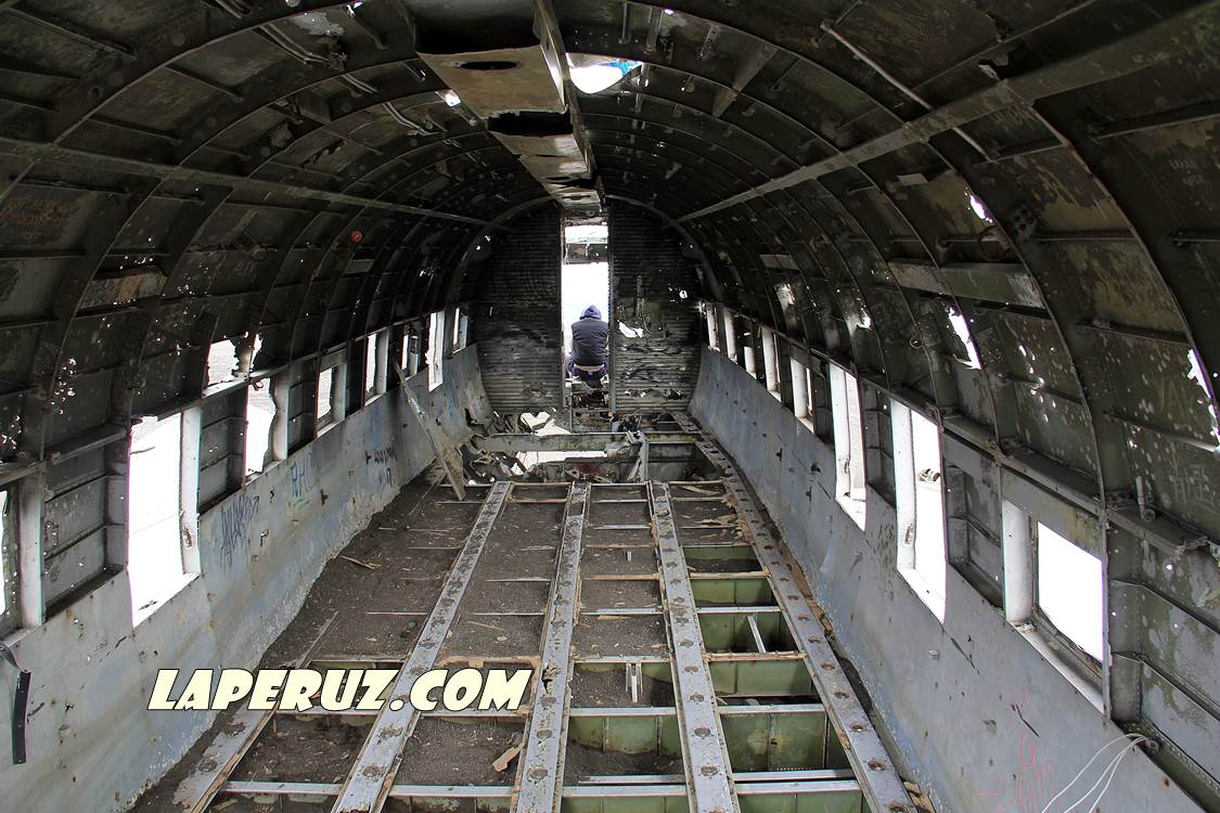 wrecked_dc_plane_1