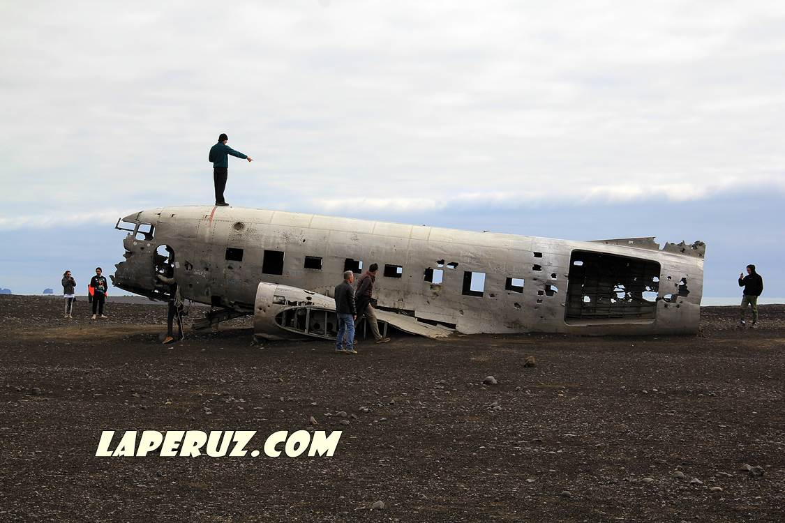 wrecked_dc_plane_10