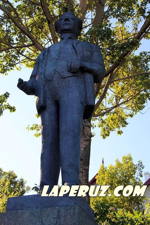 rejkyavik_monument_tjornin_2