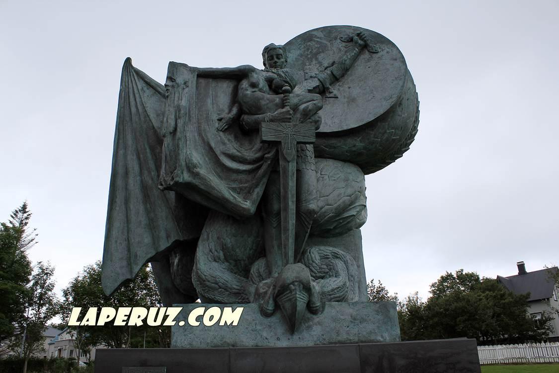 rejkyavik_monument_tjornin_6