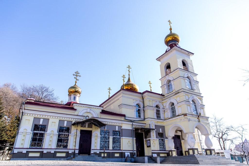 svyato-nikolskij-kafedralnyj-sobor-vo-vladivostoke