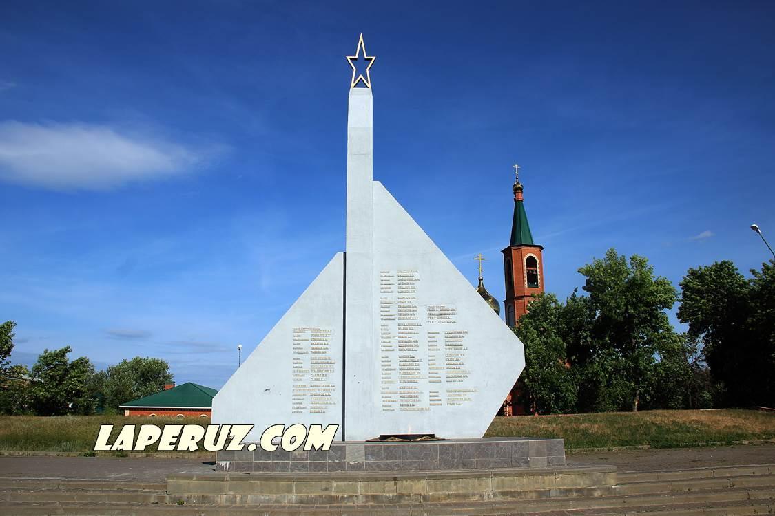 engels_monument_slavy