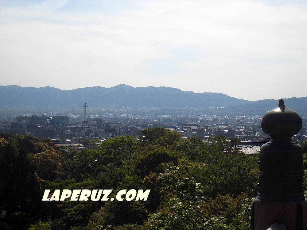 hram_chistoi_vody_vid_na_kioto_1