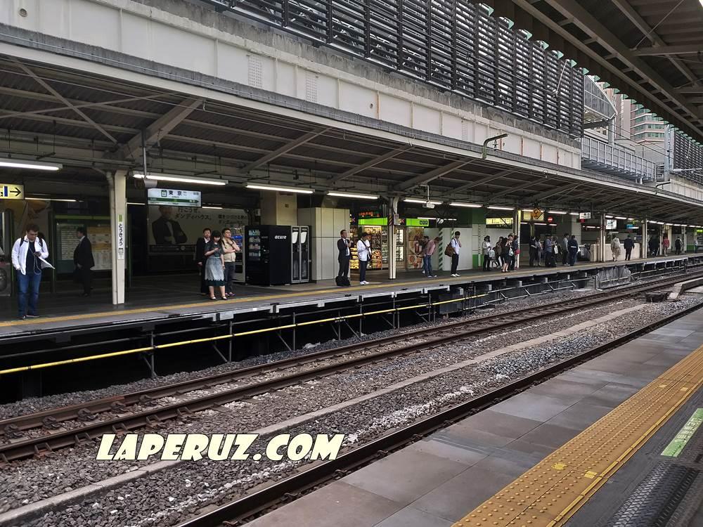 yaponskoe_metro_perron
