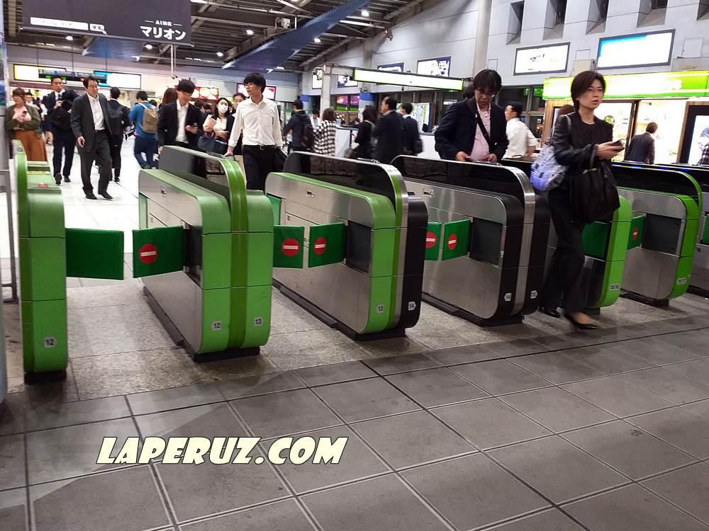 yaponskoe_metro_turniket