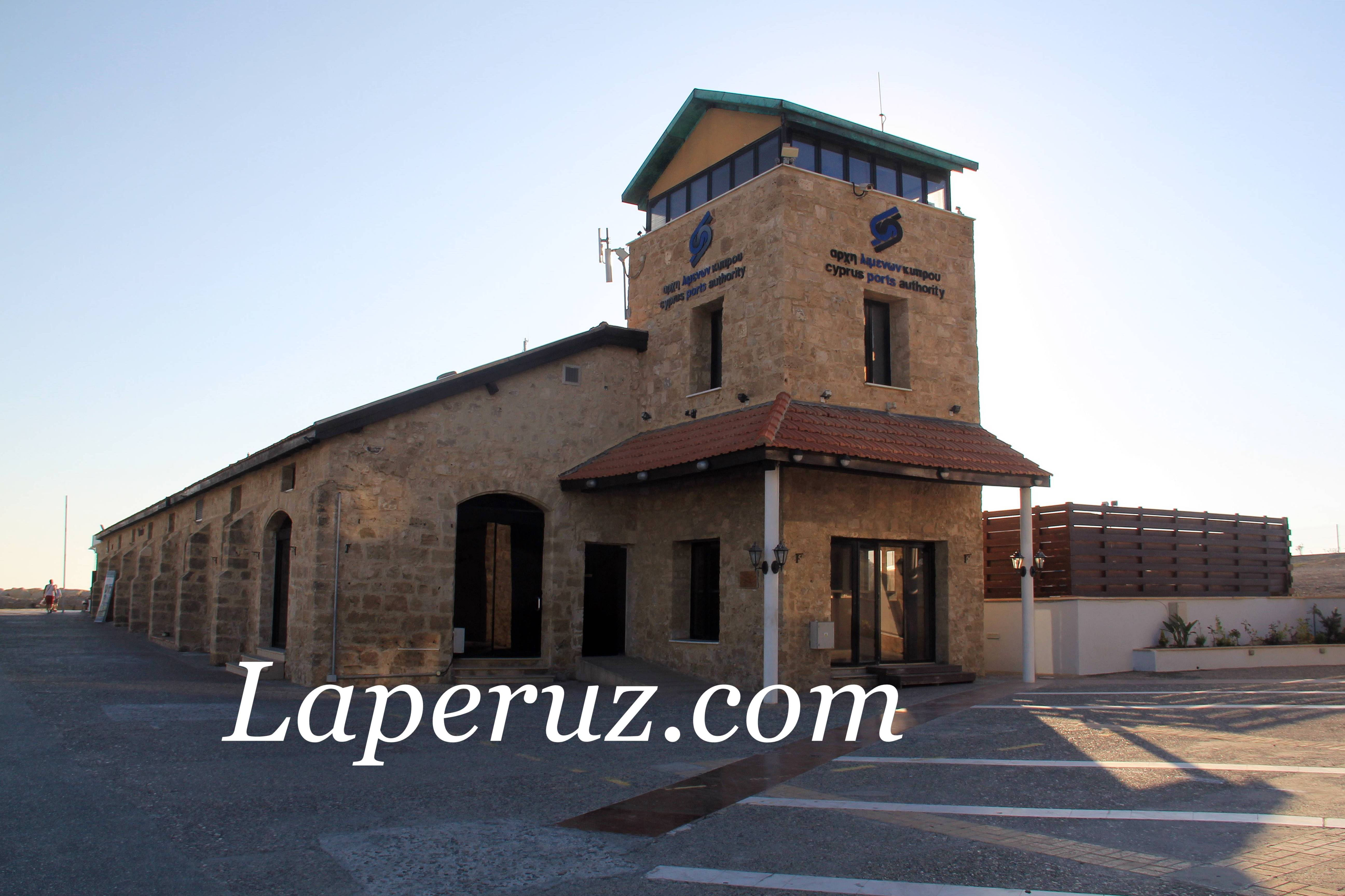 pafos_beach_old_building