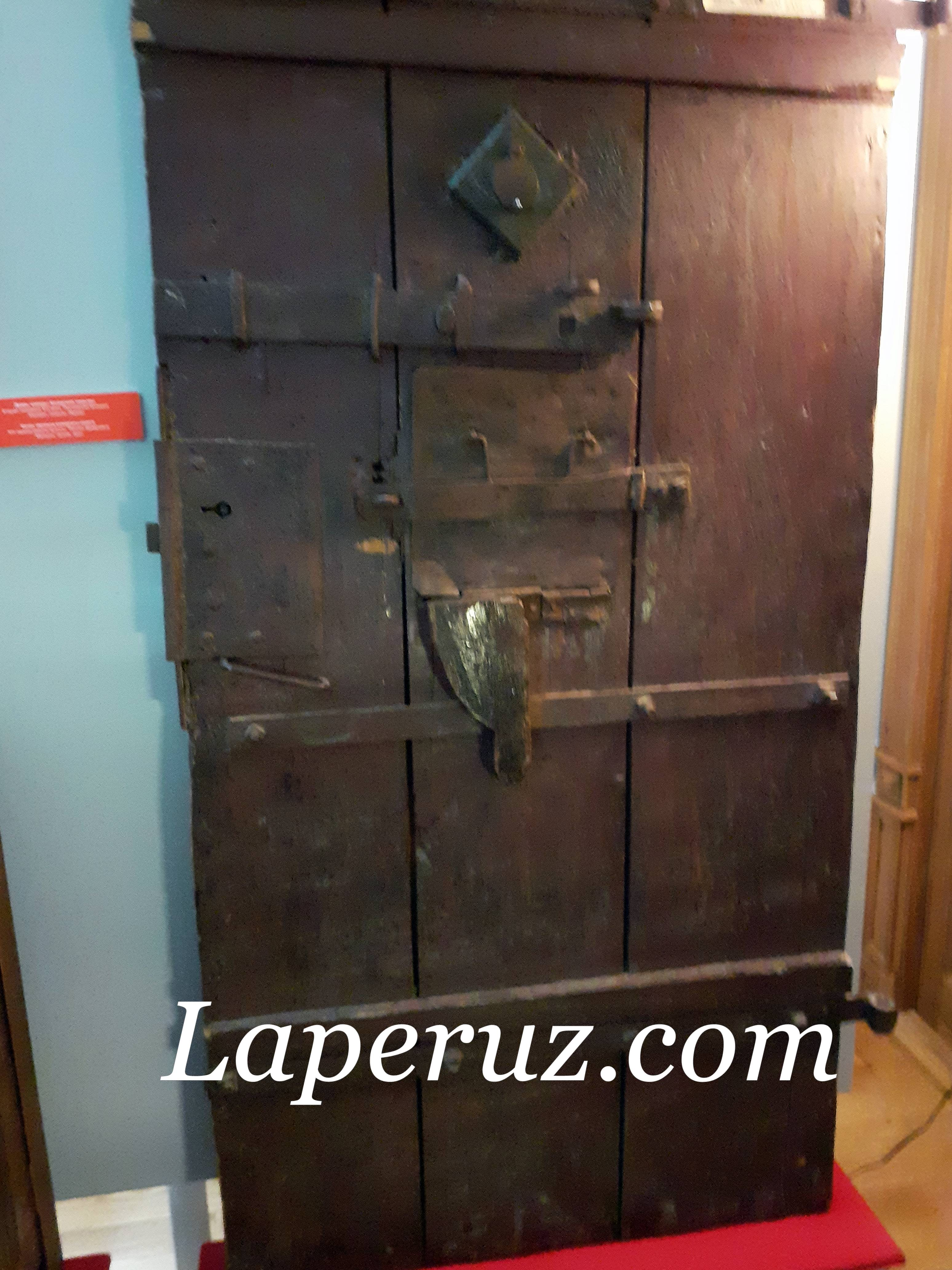 kazan_kraevedcheskii_muzei_dver