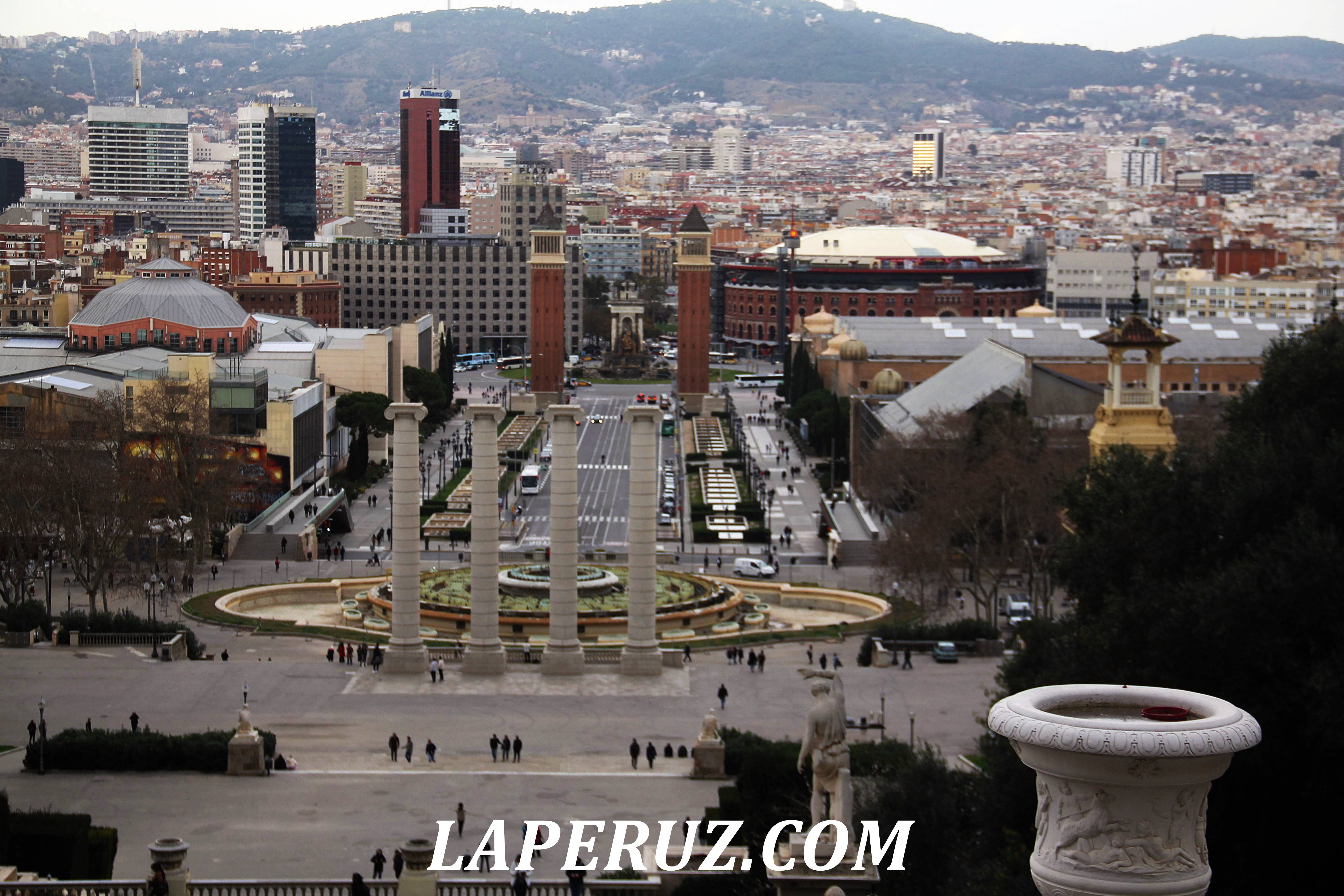 ploschad_ispanii_izdaleka