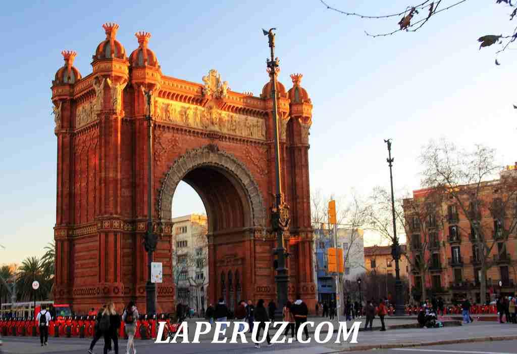 Barcelona_triumfalnaya_arka_2