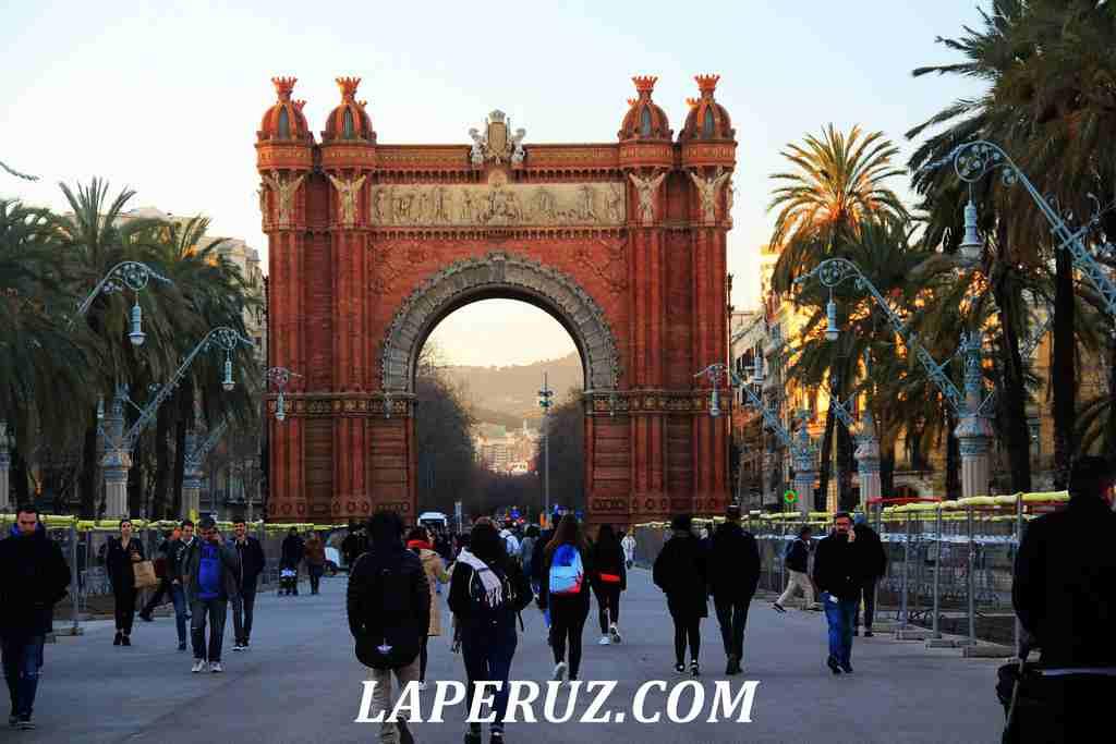 Barcelona_triumfalnaya_arka_3