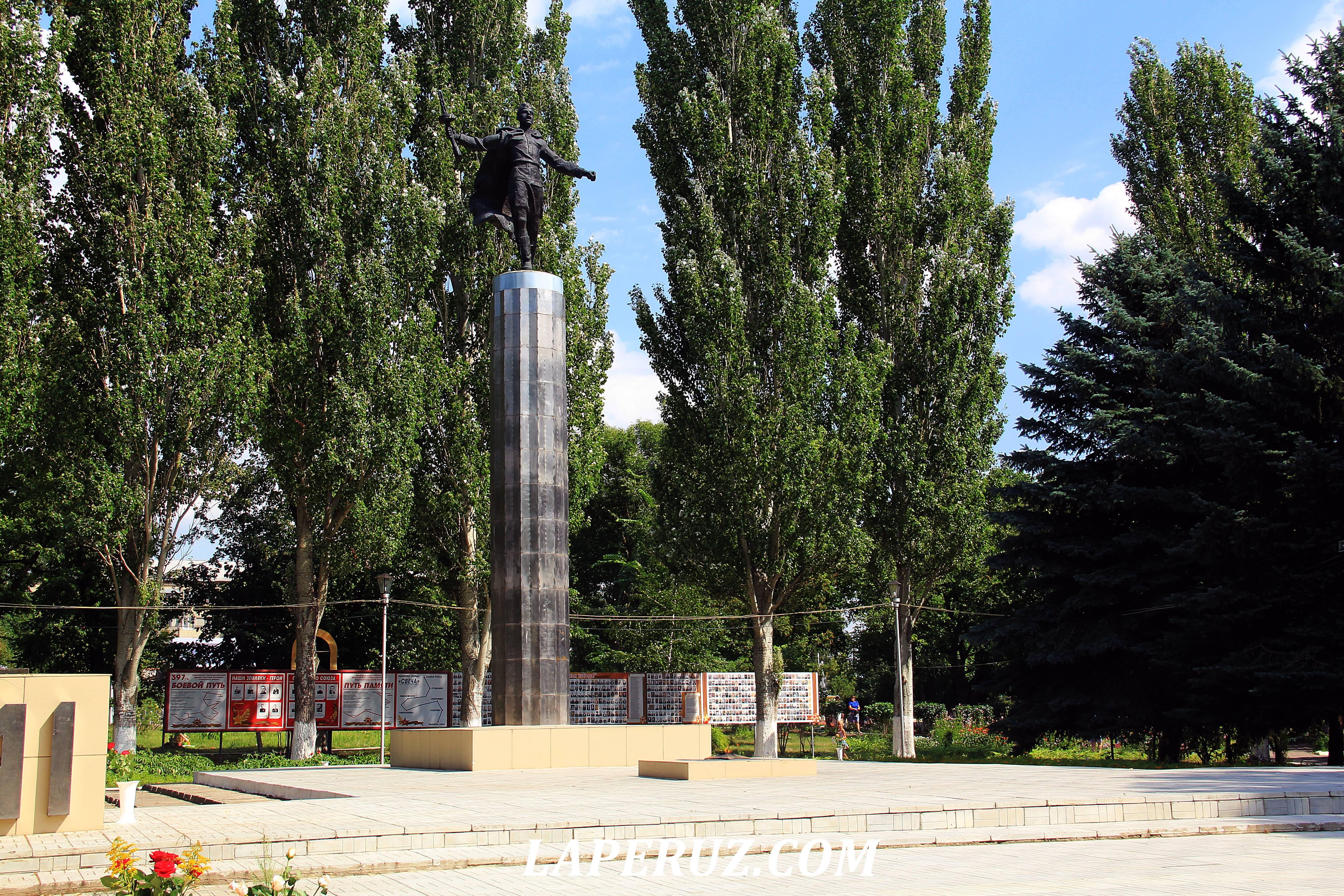 atkarsk_monument_slavy_2