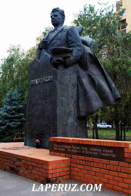 volgograd_pamyatnik_chuikovu_1