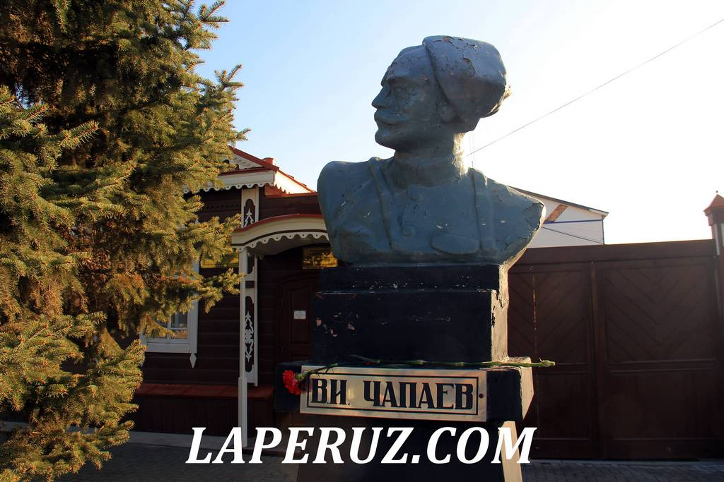 bust_chapaeva_pugachev_3