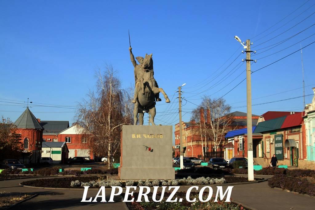 pamyatnik_chapaevu_pugachev
