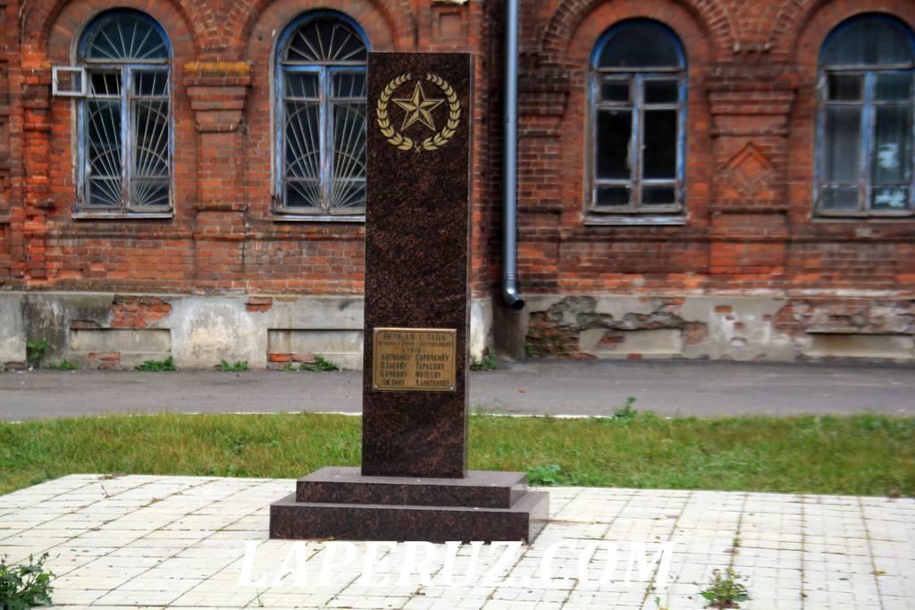 obelisk_bogadelnya_mescherinyh_uriev_polskiy