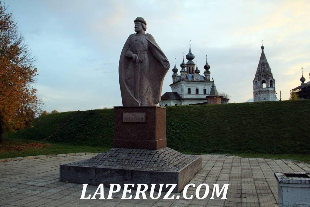 pamyatnik_dolgorukomu_uriev_polskiy