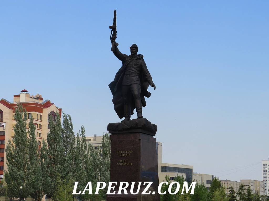 pamyatnik_soldatu_park_pobedy_kazan