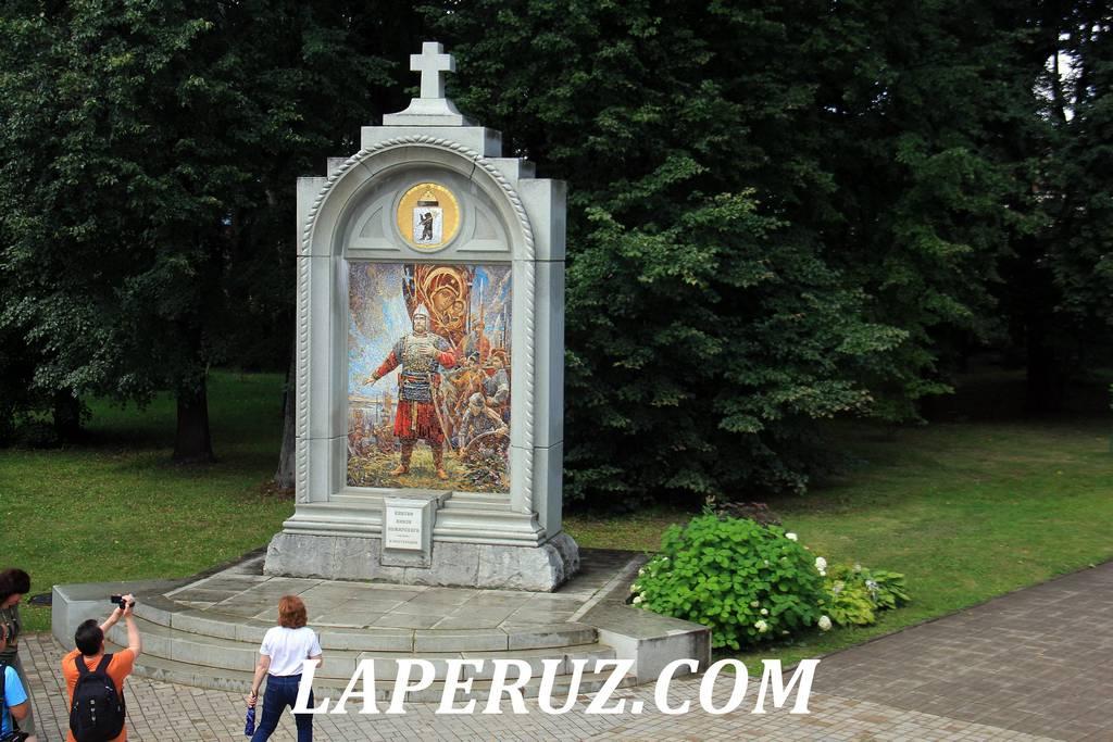 stela_preobrajenski_monastyr_yaroslavl_1