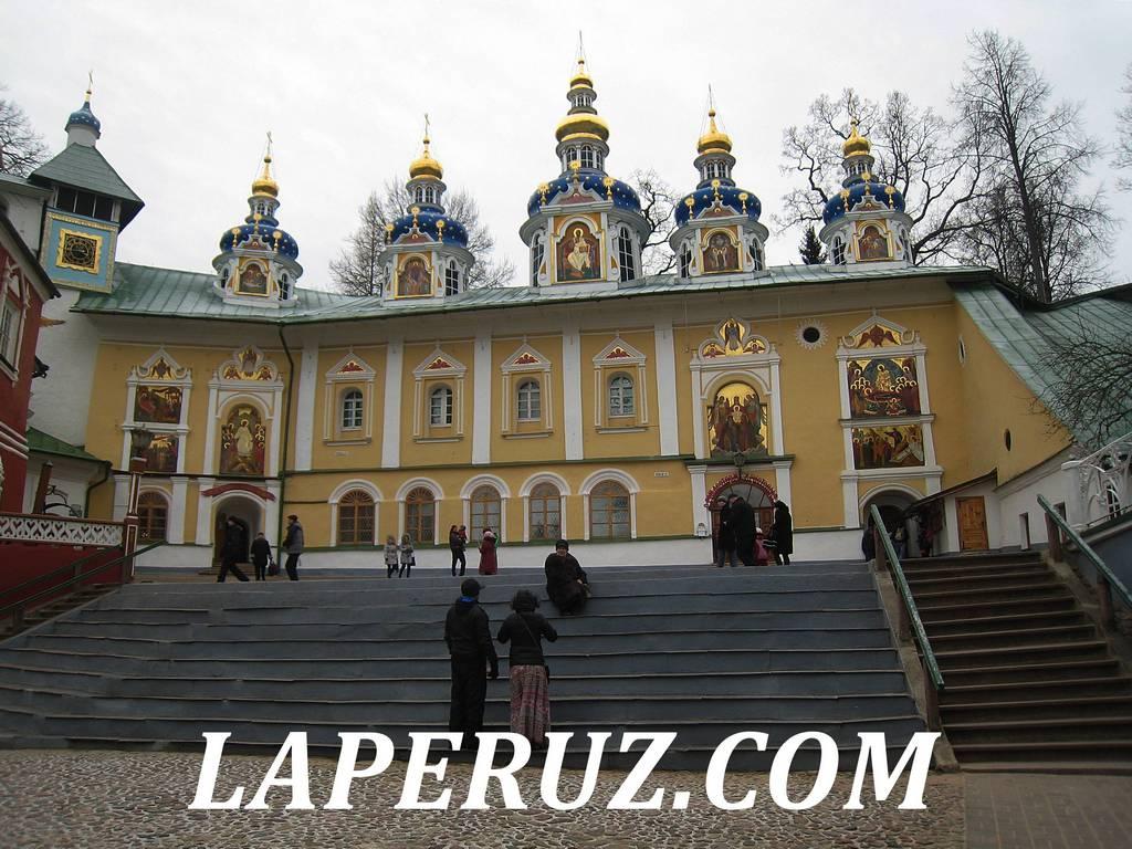 uspenskiy_sobor_pskovo_pecherskiy_monastyr_1