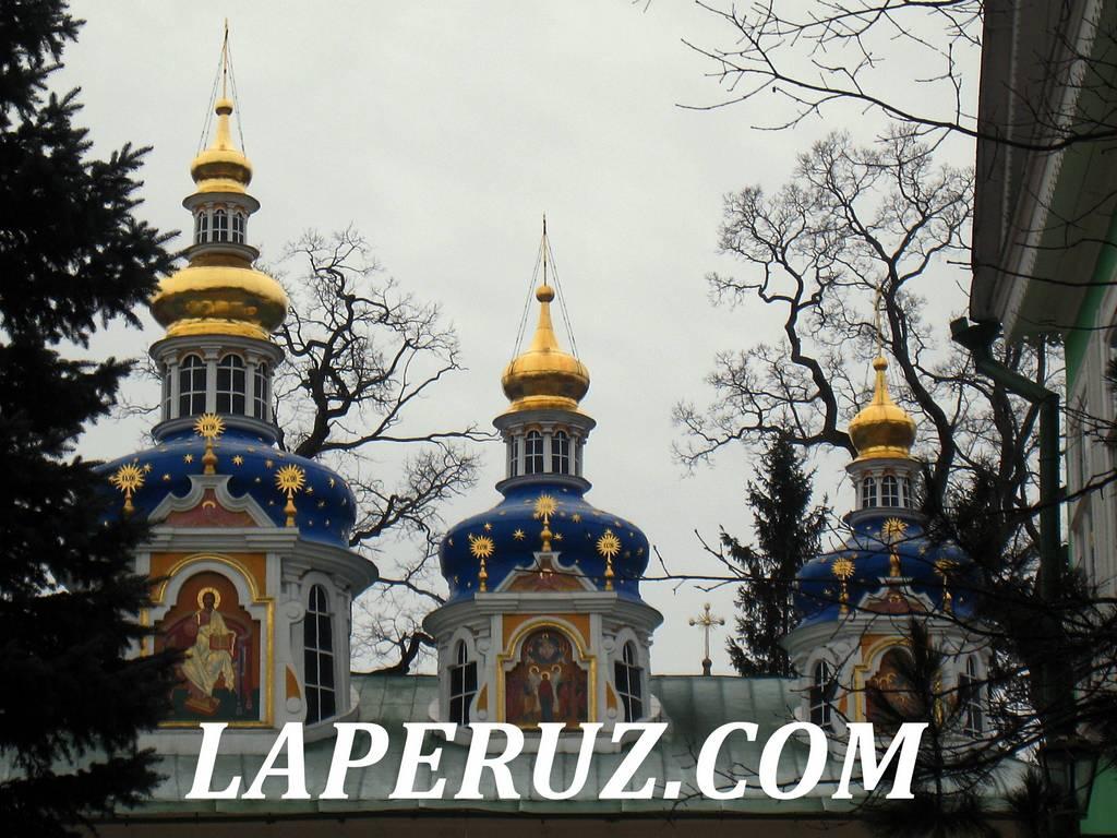 uspenskiy_sobor_pskovo_pecherskiy_monastyr_2