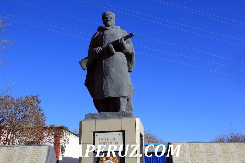 pamyatnik_voinam_krasniy_textilschik_2