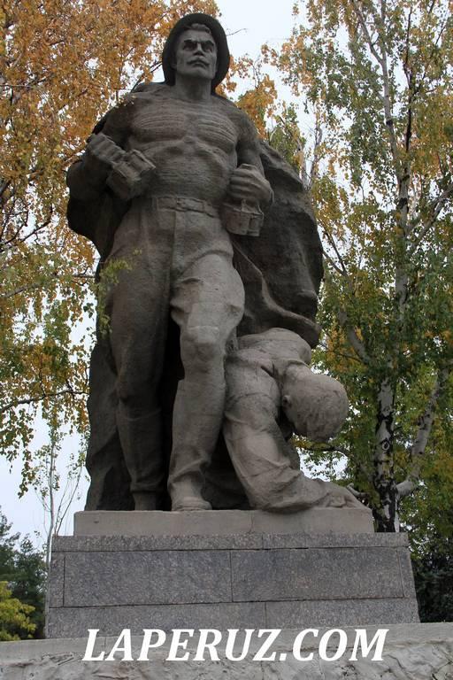 ploschad_geroev_mamaev_kurgan_14