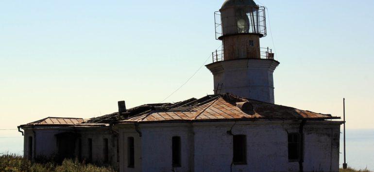 Маяк на мысе Жонкиер — Александровск-Сахалинский