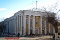 Возле Гостиного двора в Вольске демонтировали незаконную постройку