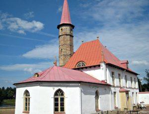 Приоратский дворец — Гатчина, улица Чкалова, Приоратский парк
