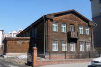 В центре Новосибирска изуродовали памятник деревянного зодчества