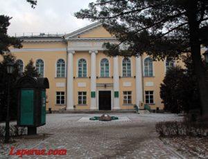 Концертный зал Калужского областного музыкального колледжа имени С.Н. Танеева — Калуга, улица Баженова, 1