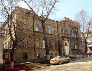 Здание церковного дома — Саратов, улица Чернышевского, 150