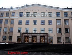 Главный корпус Петрозаводского государственного университета — Петрозаводск, проспект Ленина, 33