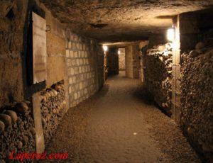 Тропинки меж костей: парижские катакомбы