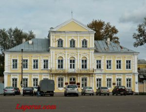 Магистрат (Администрация Торжокского района) — Торжок, площадь 9 января, 1