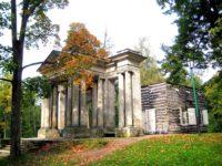 Берёзовый домик и портал «Маска» — Гатчина