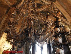 Туризм на костях, или почему чехам нравятся люстры из черепов
