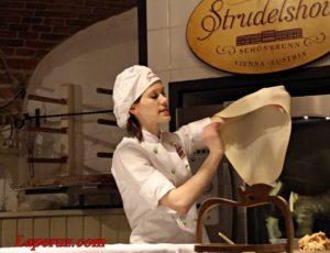 Штрудель-шоу в Шёнбрунне: яблочный пирог по-австрийски