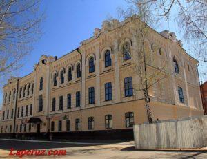 Духовное училище (Гимназия №1) — Чистополь, улица Бебеля, 121
