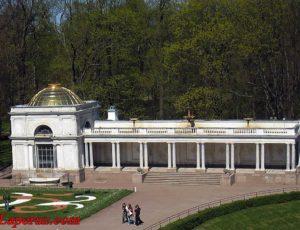 Воронихинские колоннады — Петергоф