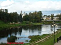 Вандалы испортили две церкви в Торжке